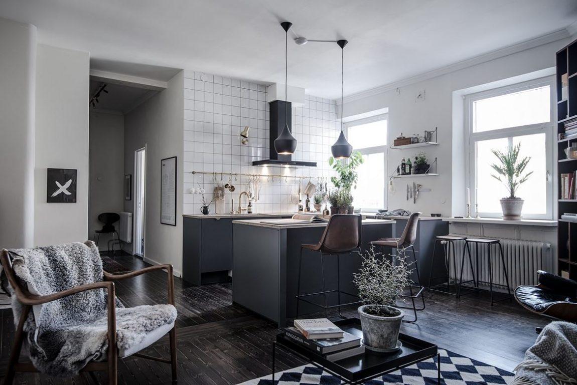 Mooie keuken met keukeneiland in klein appartement