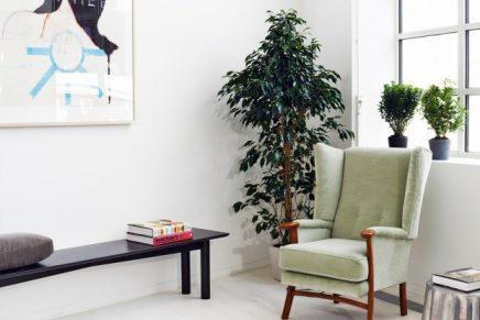 Mooie loft woonkamer ingericht met vintage meubels