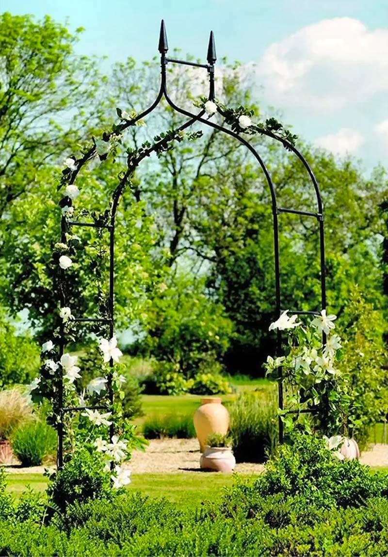 mooie rozenboog landelijke tuin