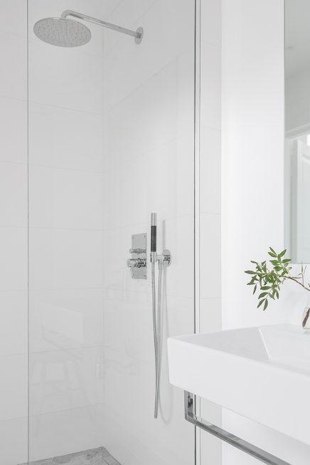 Mooie Scandinavische badkamer van 5,25m2 | Inrichting-huis.com