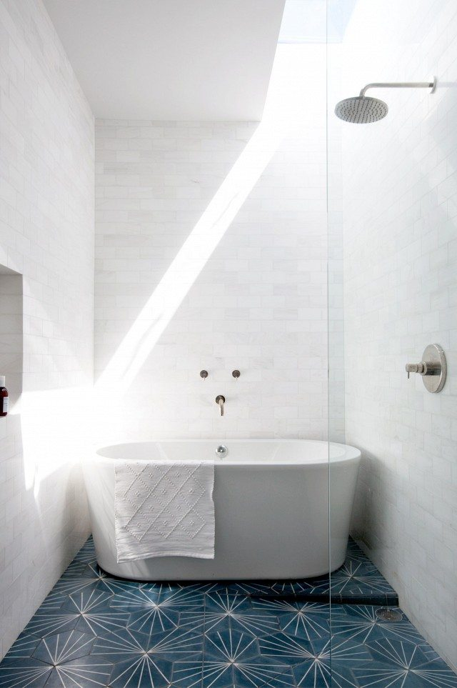 De mooie tegels in de badkamer van Cleo en McShane