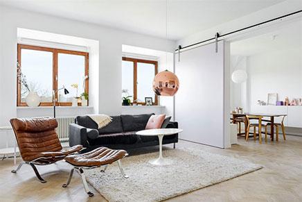 Mooie woonkamer met grote schuifdeur | Inrichting-huis.com