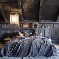 Bed onder schuin wand