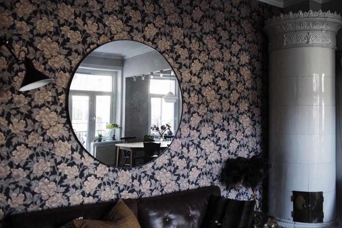 De muren vormen de blikvangers in in deze leuke woonkamer!