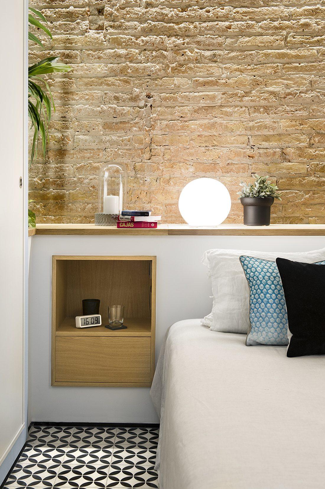 muur-achter-bed