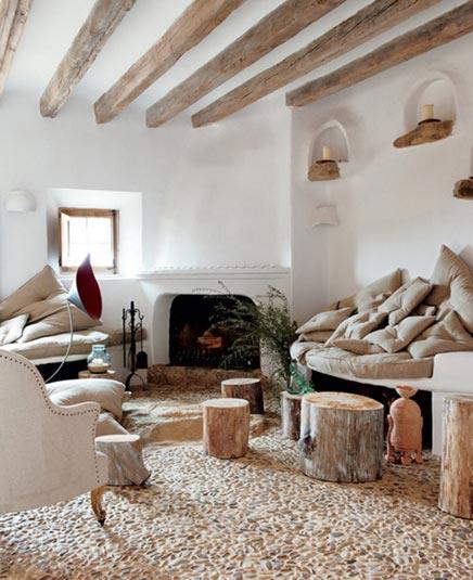 Woonkamer Zandkleur : Exotische woonkamer met natuurlijke kleurtinten ...