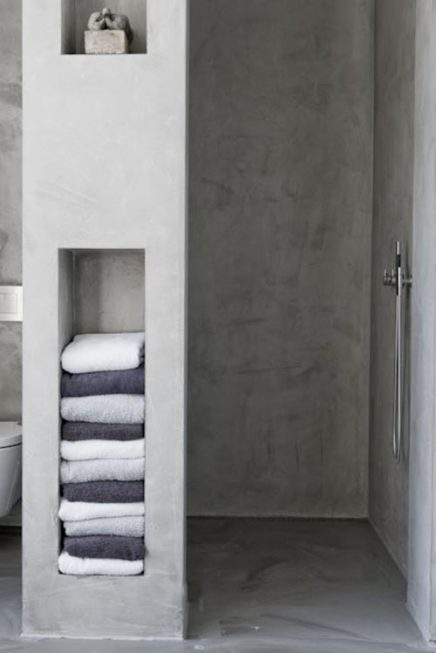 Nisjes in de badkamer muur