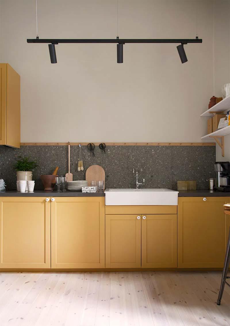 okergeel interieur okergele keukenkasten
