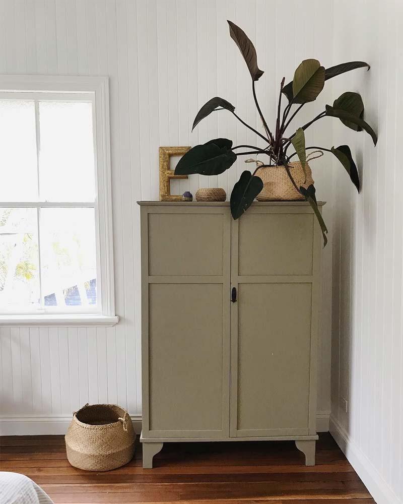 olijfgroene kast slaapkamer