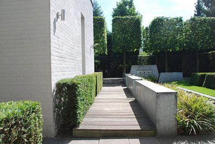 Onder architectuur aangelegde tuin in goirle inrichting for Inrichting tuin
