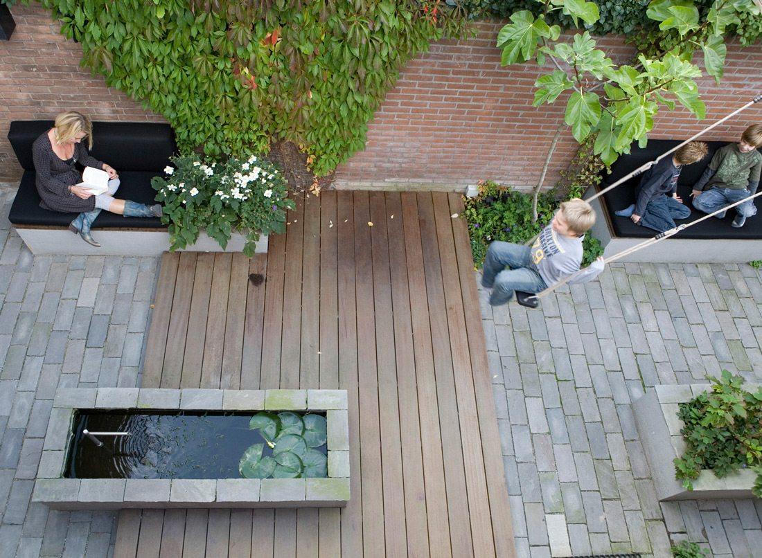 Ontwerp voor een kleine smalle tuin op het noorden inrichting - Weergaven tuin lange ...