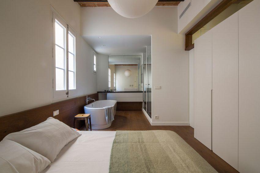 Karakteristieke loft slaapkamer badkamer suite inrichting - Slaapkamer met open badkamer ...