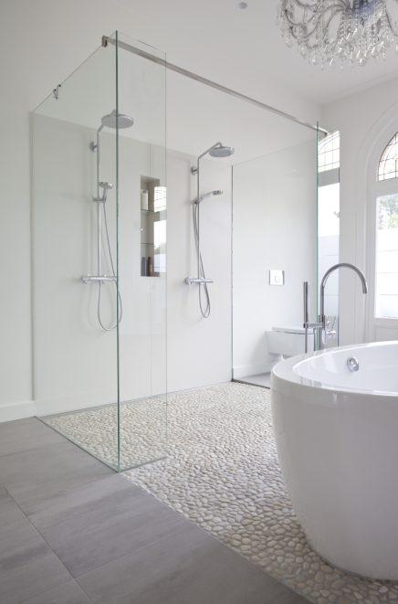 Badkamer van karakteristiek herenhuis inrichting - Open douche ruimte ...