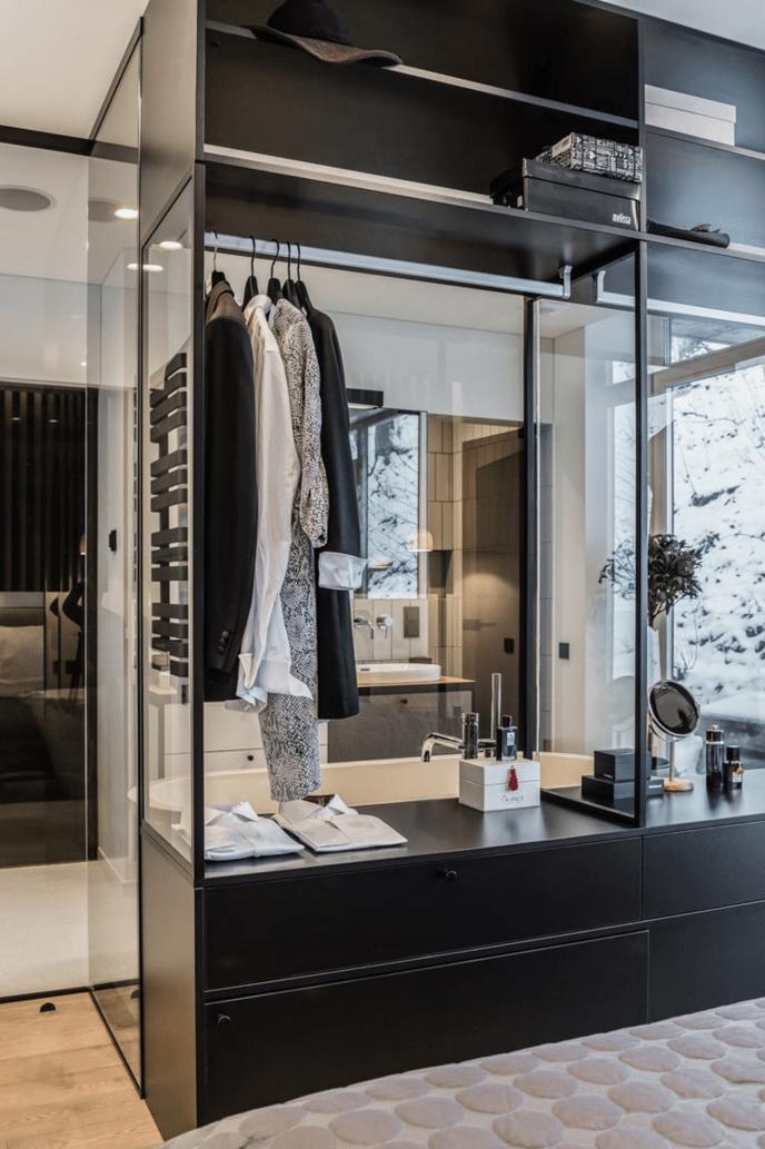 open-glazen-kledingkast-slaapkamer