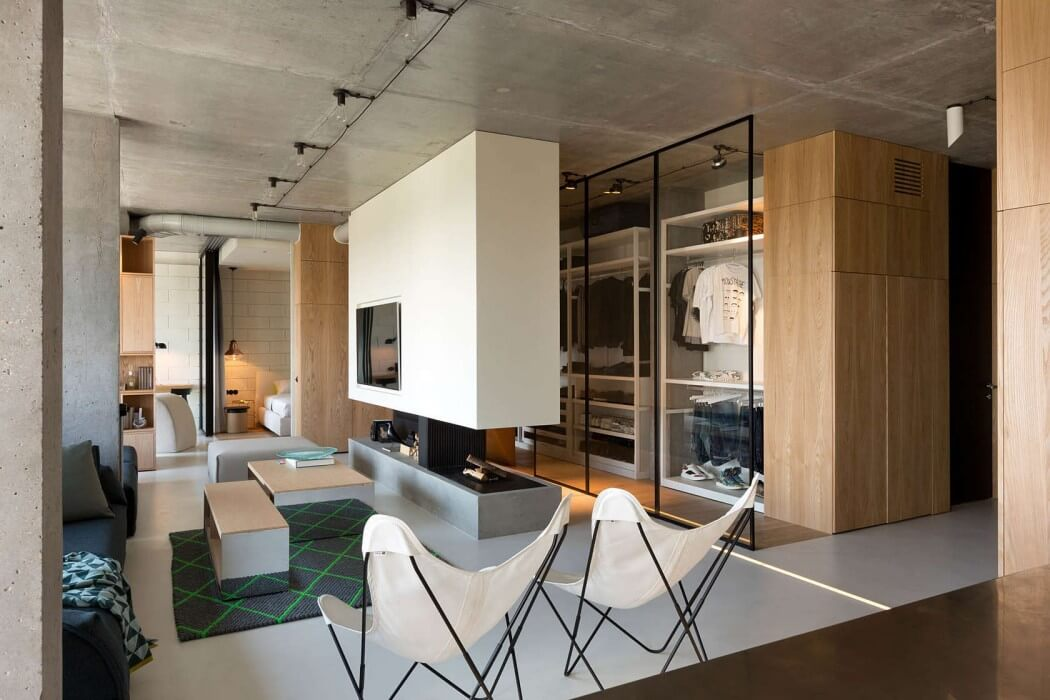 Open inloopkast in oekra ense loft inrichting - The penthouse apartment in kiev when nature meets modern ...