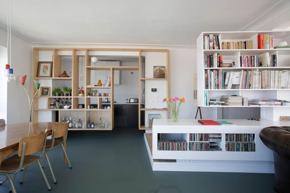 Architect creëert open woonkamer met terras van appartement die ...