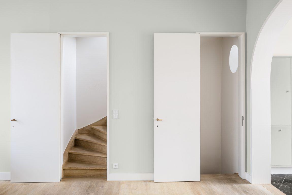 Open trap dichtmaken met deur inrichting huis