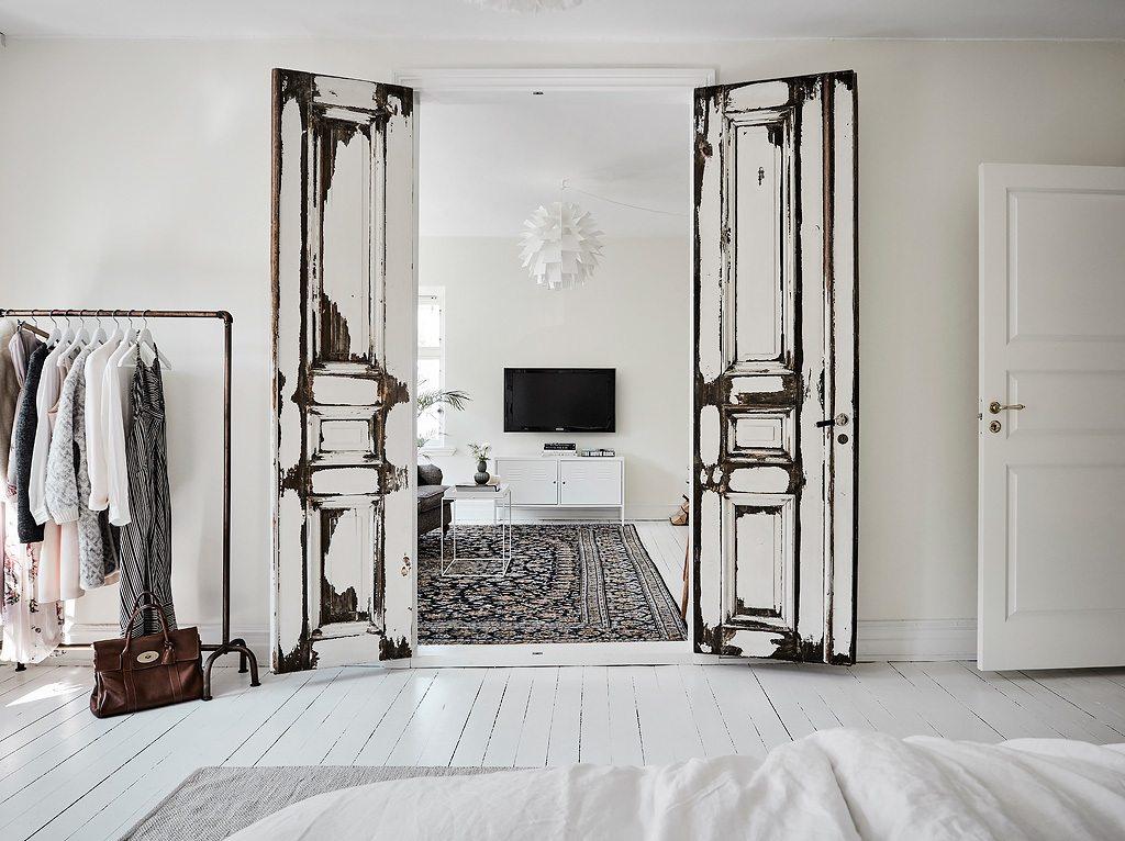 Grote lichte slaapkamer met leeshoek inrichting - Frisse puertas ...