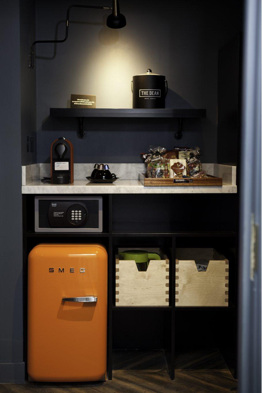 oranje smeg koelkast minibar hotel the dean