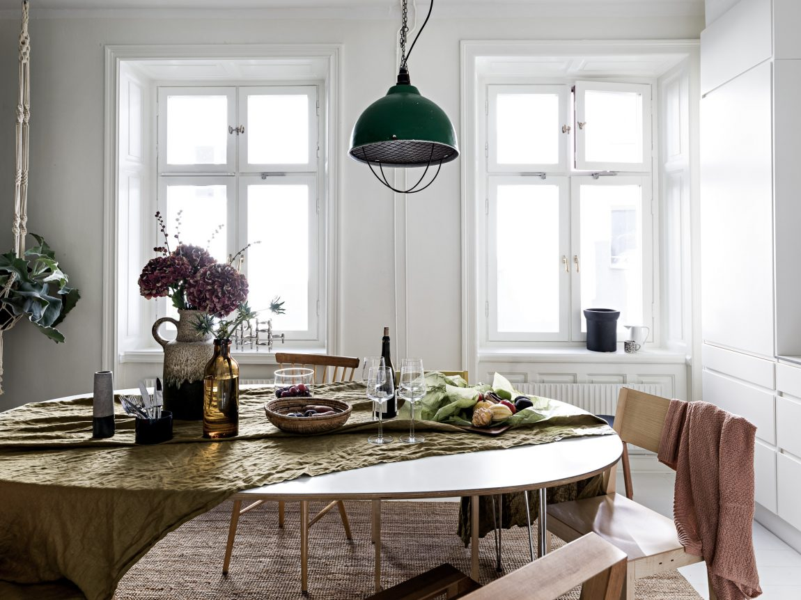 ovalen-eettafel-industriele-hanglamp