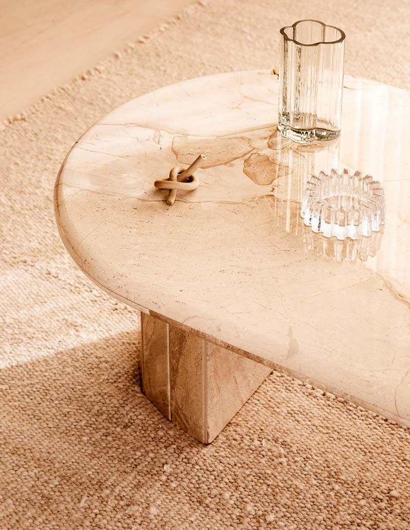 ovalen marmeren salontafel