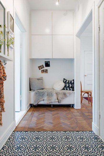 Overloop van tegels naar houten vloer | Inrichting-huis.com