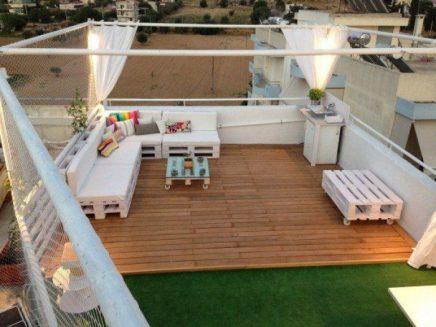 Lounge dakterras met houten paletten