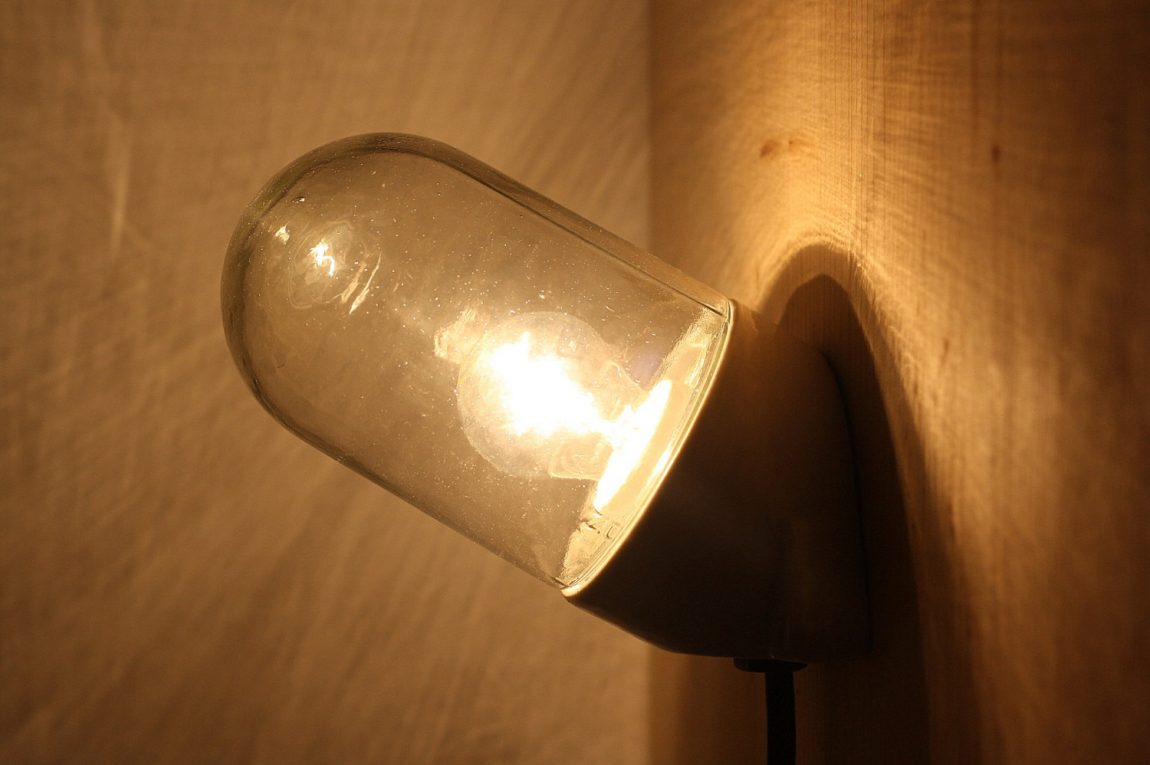porseleinen-wandlamp-2