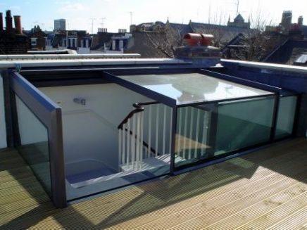 Interieur met trappen en toegang tot de kantoren render angle