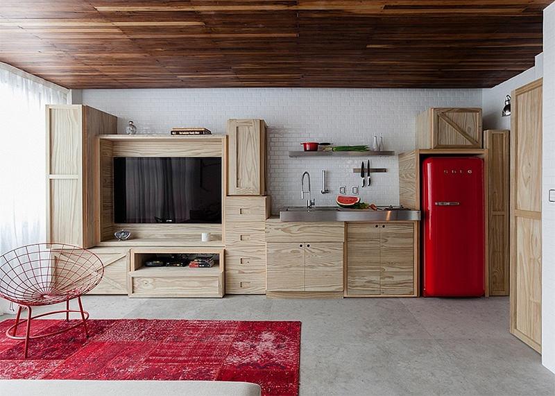 rode smeg koelkast kleine open keuken