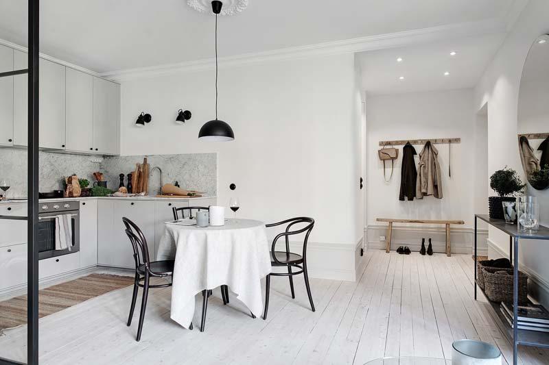 ronde eettafel kleine open keuken