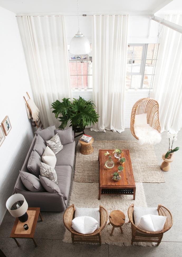 Rotan hangstoel woonkamer