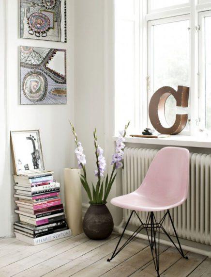Roze Eames stoel