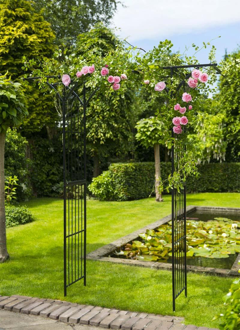 rozenboog roze rozen vijver