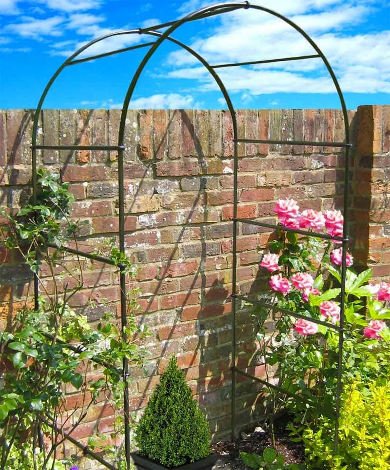 rozenboog tegen muur