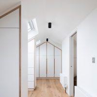 Ruime inloopkast met master bedroom op zolder