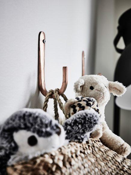 Ruime lichte babykamer