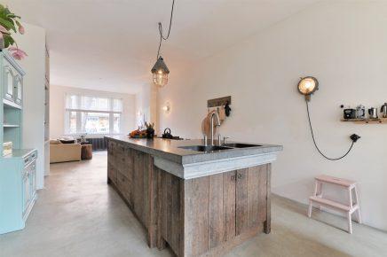 Rustiek houten keukeneiland