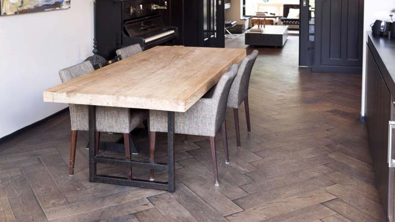 rustieke houten visgraat vloer