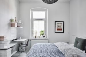 Scandinavische slaapkamer met geweldige meubels