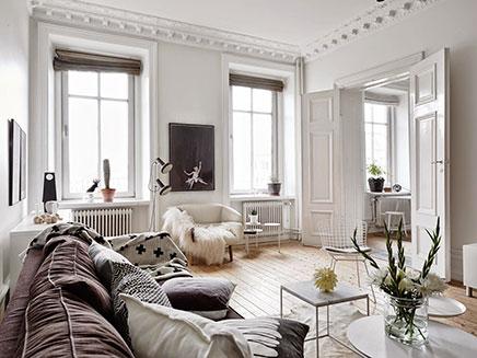 Scandinavische woonkamer met authentieke nieuwe details ...
