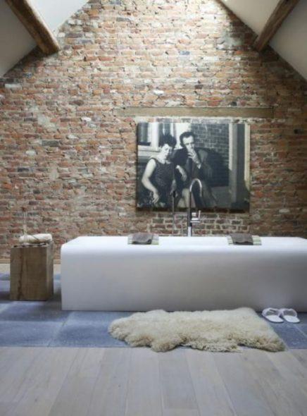 Schapenvacht vloerkleed in badkamer