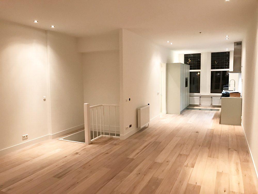Houten vloer lichtgrijs schilderen inrichting huis