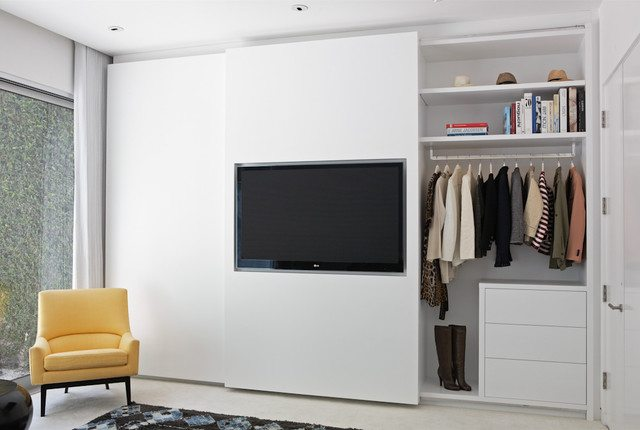 Slaapkamer Kast Schuifdeuren : In de schuifdeur van deze strakke slaapkamer inbouwkast is de tv