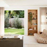 Sereen jaren '80 huis met zachte natuurlijke kleuren
