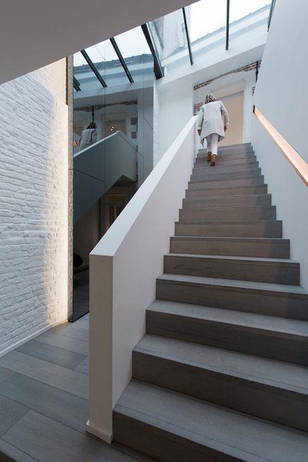 Serre boven open trap
