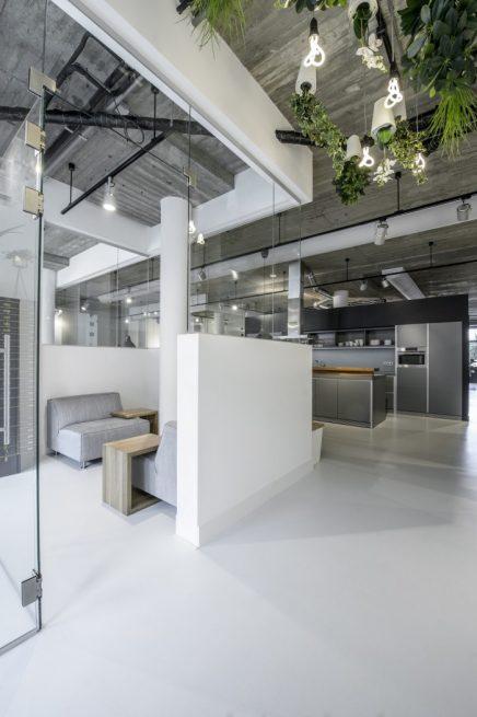 Sfeervol industrieel kantoor van Decom