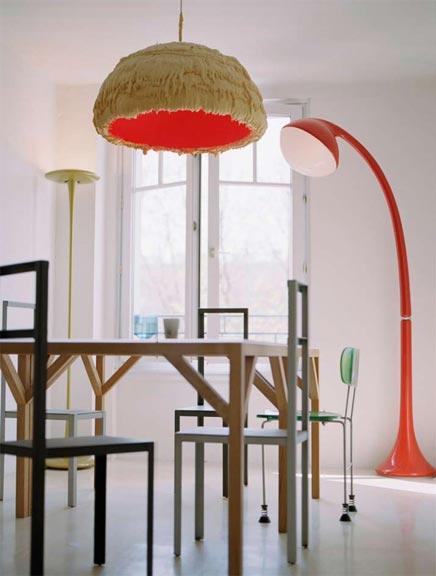 Simpel, maar ingewikkelde inrichting - rode lamp