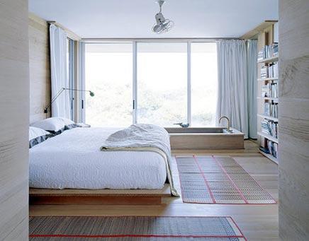 Slaapkamer met bad en kingsize bed  Inrichting-huis.com