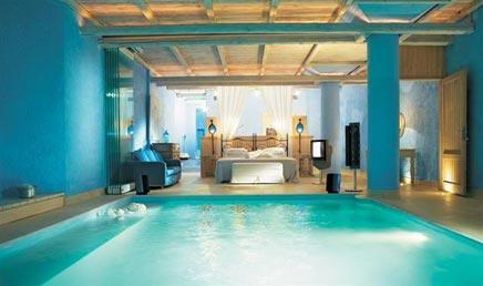 Schlafzimmer mit privatem Pool
